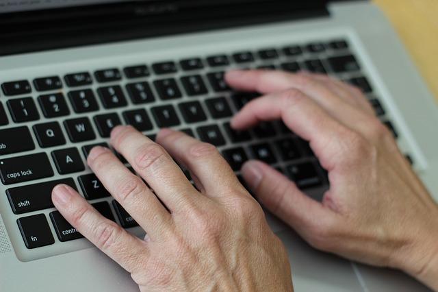 ganhar dinheiro na internet clicando